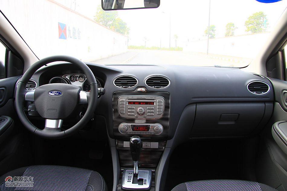 2011款福克斯两厢2.0自动运动型内饰 高清图片