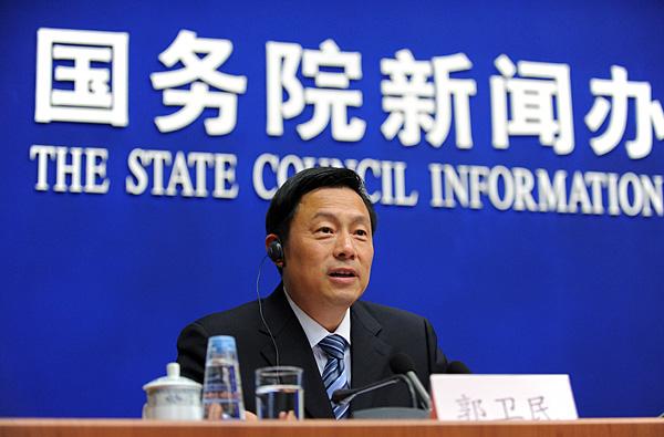 普查领导小组副组长、国家统计局局长马建堂发布2010年第六次全国