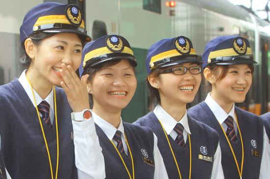 台铁9美女列车长亮相 小林志玲嗲声迷人