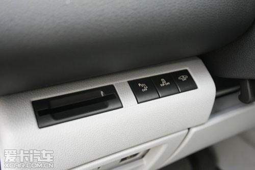 这里有倒车雷达开关,ESP开关,大灯调节等等.-浪漫的实用主义者高清图片