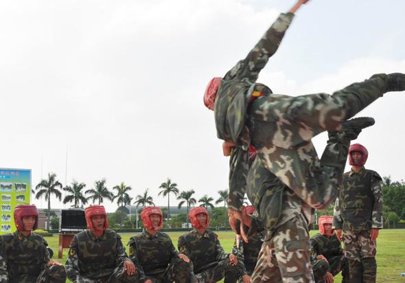 沙场点兵看 教头 武警某部注重教员队伍建设